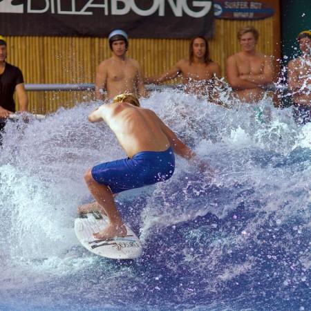 Surfing Aloha Surfhouse,